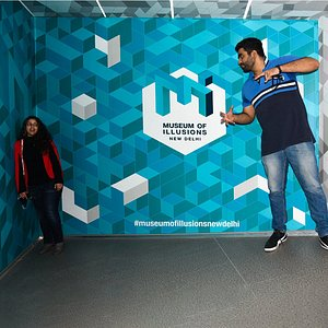 Follow the smile to find the person behind the illusion! Come to experience Ames Room at the Museum of Illusions New Delhi.