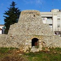 Pajara Trausceddhu costruita in pietra a secco su tre livelli, nella periferia di Salve