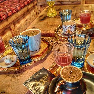 Çok güzel kahveleri var sunumlar harika. Anadoluda unutulmaya yüz tutmuş kahveleri yaşatıyorlar.Kahve severler mutlaka gidin.