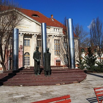 Professzorok Szobor