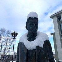 Sculpture of Karl Menning in winter. Photo: R. Pindus