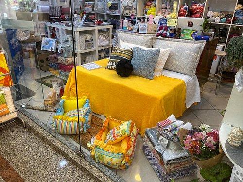 Loja localizada próximo ao Obelisco, no Shopping Copacabana.  Produtos de cama, mesa, banho e decoração.  Também trabalham com produtos pet.
