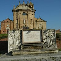 Fontana in ricordo dell'acquedotto del Monferrato