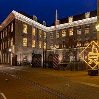 De Stadskazerne in Kampen waarin o.a. Tourist Info Kampen gehuisvest is