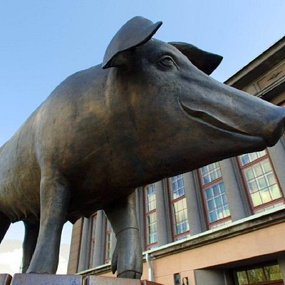 Sculpture Bronze Pig Photo: Meelis Lokk