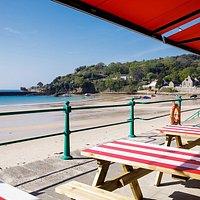 Beachside dining at Jersey Crab Shack