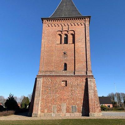 Kirken set mod vest