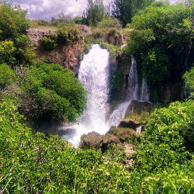 La cascada del Hundimiento, un lugar de visita obligada en el Parque Natural de las Lagunas de Ruidera y que muestra la grandiosidad de la Naturaleza en estado puro.