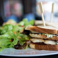 Clubsandwich mit Haussalat
