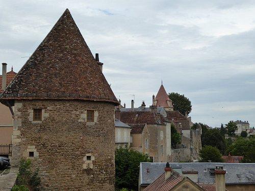 Tours de l'Escharguet (semi ronde) et Beurdelaine