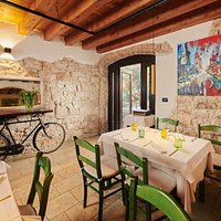 """La Parenzana"" – cozy ambiance perfect for lunches and dinners with family and friends."