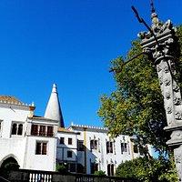 Pelourinho Do Palacio Nacional De Sintra