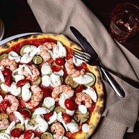Pizza Zona Gamberi impasto di curkamut (curcuma e kamut, altissima digeribilità)