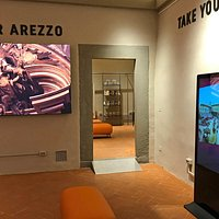 Discover Arezzo Front office