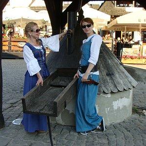 Przewodniczki tym razem w strojach / Tour guides in historical costumes.