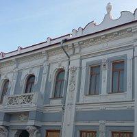 Фасад после реставрации выглядит весьма прилично и симпатично. Вот так бы и внутри особняка Шихобаловых!