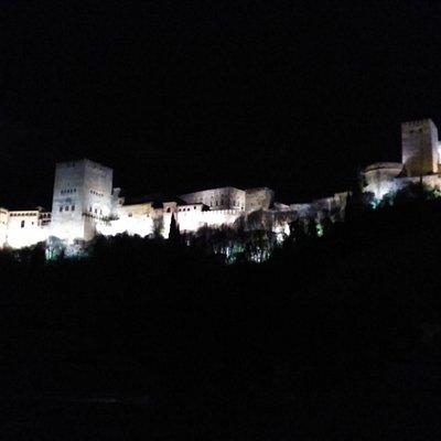 Vistas nocturnas de la Alhambra desde la terraza