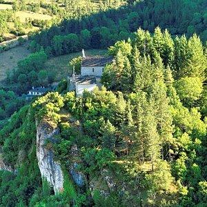chapelle Notre Dame du Rocher , vue du Rocher et de la chapelle ND //Notre Dame du Rocher chapel, view of the Rocher and ND chapel