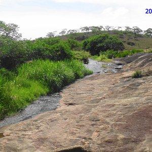 Aspecto do rio Pedra D'Água. É preciso conhecer e descrever melhor esse córrego.