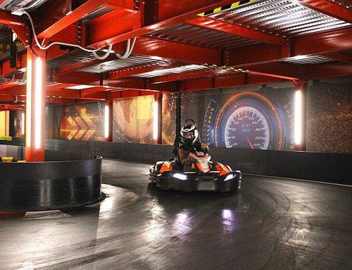 I nostri circuiti rispettano i migliori standard al mondo e permettono al pilota di affrontare una pista unica e adatta sia ai piloti esigenti che a chi vuole affacciarsi per la prima volta al mondo del karting