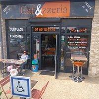 Le Caf&zzeria : Emplacement, vitrine, Terrasse