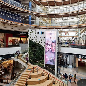 La Rotonde : escalier central du Kirchberg Shopping Center