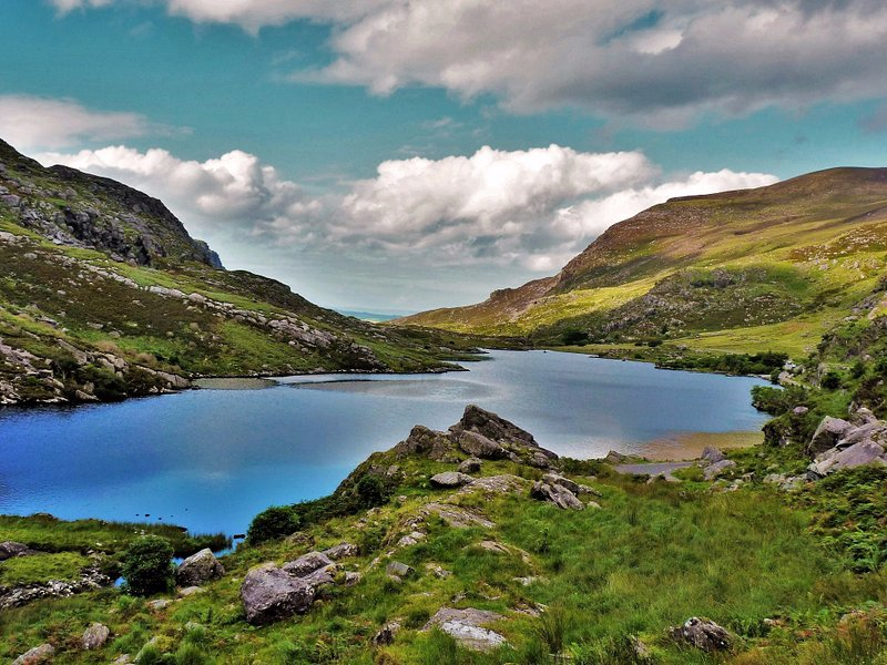 Kleiner See auf dem Gap of Dunloe im Killarney-Nationalpark