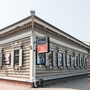 """Арт-галерея находится в центре Иркутска. Рядом ТК """"Модный квартал""""."""