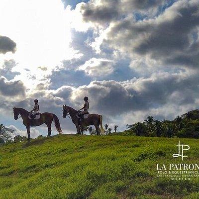 Inicia la primavera 🌻 recorriendo los caminos nayaritas con las cabalgatas que La Patrona te ofrece. Rutas únicas y exclusivas que te conectaran con el espíritu de esta región Huichol.    #bienvenidaprimavera