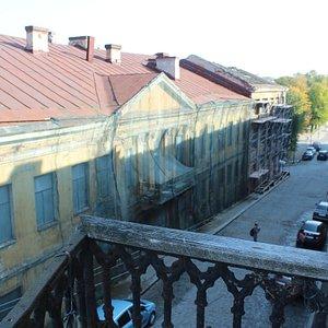 С единственного в этом доме балкончика Старый город открывается с необычного ракурса.