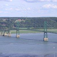 Pont de l'Île d'Orléans vu depuis le site des Chutes Montmorency