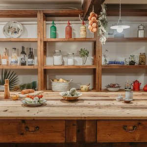 NEW OPENING SPRING 2021!   So what's on the menu? Cooking courses, seasonal food workshops and local products tastings in an historical location: an ancient bakery from the 18th Century in the heart of Palma.   Our cultural approach to cooking will allow you to explore Mallorca's finest terroir, typical dishes and culinary traditions following family recipes and the island's food calendar: from key seasonal ingredients to great annual culinary rituals, all paired with organic wines.