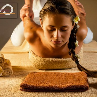 Thai massage, also known as Yoga-Thai, is a passive yoga developed in Thailand with strong influences from the traditions of India, its neighboring country. Use passive stretching combined with pressure on the muscles to be treated. You can order it now at home in Puerto Banus.