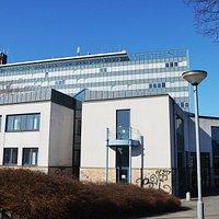 Ansicht der Stadtbibliothek Salzgitter, Hauptstelle vor dem Rathaus in Lebenstedt