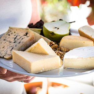 David & Anne Brown founded Milawa Cheese Company in the historic Milawa Butter Factory in 1988, and then they set out to make delicious Australian farmhouse cheeses inspired by European methods.