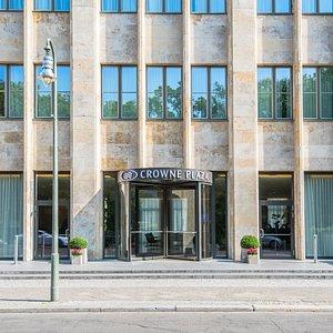 Crowne Plaza Berlin - Potsdamerplatz's welcoming entrance.