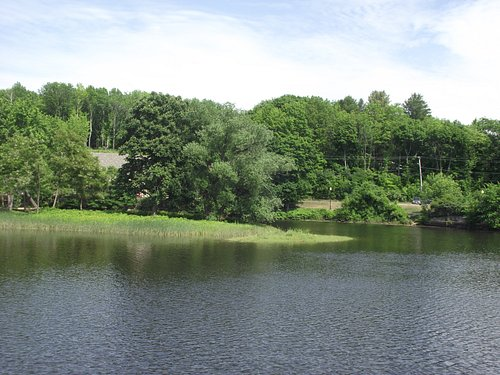 NH - DOVER - HENRY LAW PARK - VIEW OF THE BEND IN THE RIVER FOR WHICH RIVER BEND PIZZA  ACROSS THE ROAD WAS NAMED