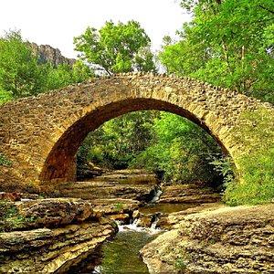 Le Pont des Six Liards , du 12 ème siècle   qui franchit la Jonte //The Six Liards Bridge, from the 12th century  who crosses the Jonte