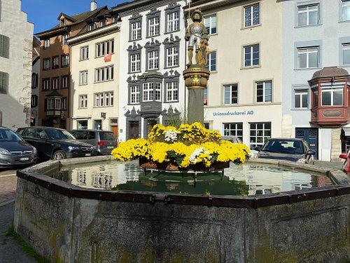 Brunnen am Platz