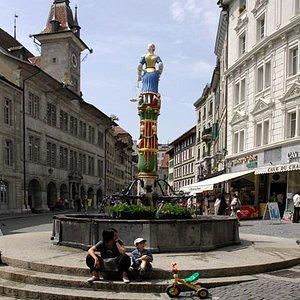 Fontaine de la Justice à la Place de la Palud (Lausanne VD)
