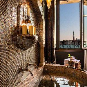 METROPOLE EXCLUSIVE SUITE LAGOON VIEW DAMASCO Exclusive Suite DamascoView