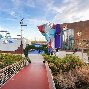7Fun Zaragoza está situado en Puerto Venecia, zona del lago