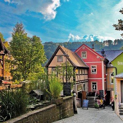 Schmilk'sche Mühle, Mühlenensemble mit historischer Mahlmühle, Bio-Bäckerei, Braumanufaktur, Mühlenstube und Biergarten mit Ausschank.