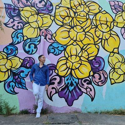 ผู้ที่รังสรรค์ผลงานจะเป็นศิลปินจากประเทศไทย, สิงคโปร์ ,มาเลเซีย และกัมพูชา มาร่วมสร้างสรรค์ภาพวาดศิลปะลงบนผนังตึกเก่า ทั้งหมด 7 จุด โดยจะถ่ายทอดศิลปะผ่านสีสันแฝงด้วยเสน่ห์ของเมืองสวรรคโลก เชื่อมโยงเรื่องของอาหาร, แฟชั่น, ศิลปะ วรรณกรรม, ดนตรี, กีฬา , กิจกรรมไลฟ์สไตล์ต่างๆ ให้มีภาพลักษณ์ การท่องเที่ยว ที่สนุกสนานและมีคุณค่าด้านวัฒนธรรมร่วมสมัยครับ