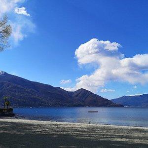 Vue sur le magnifique lac Majeur depuis les bains publique ❤️