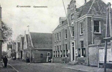 Raadhuis omstreeks 1920, na aanbouw links uit 1911