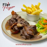 Filet Mignon es un término francés que traduce filete exquisito, dado a la mejor parte de la res, si no lo conoces ven y disfrútalo con nosotros.