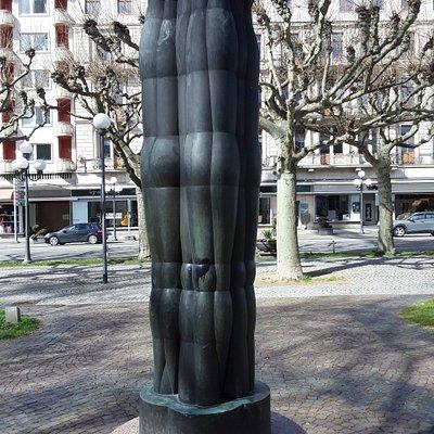 """Die """"Große Dreifigurengruppe"""" wurde 1961 durch Joannis Avramidis geschaffen."""