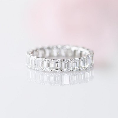 This beautiful diamond eternity ring can be customized in all sizes, colors and clarities. Get in touch with us to customize your dream ring!
