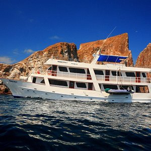 Monserrat Galapagos Cruise near Kicker Rock / Leon Dormido
